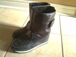 Women's black faux fur lined winter boots Size 7 London Ontario image 7