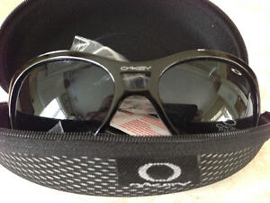 Ladies Oakley Sunglasses, brand new in case with tag
