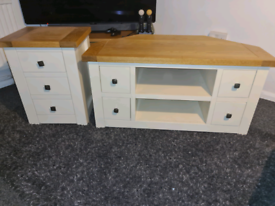 Solid oak tv unit and matching set of drawers