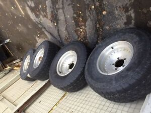 Dodge/Ford aluminum wheels with 32 x10.5R15  tires