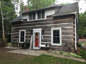 Log cabin Gobles Grove Port Elgin across from beach with hot tub