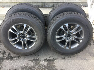 4 pneus NEUFS 12/32 Motomaster 235/70R16
