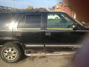 PARTS TRUCK WANTED 95-TO 2005 CHEVY BLAZER 4X4