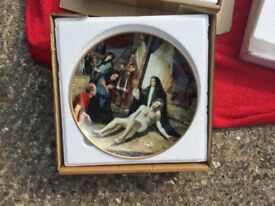 Collectable decorative plates. Various