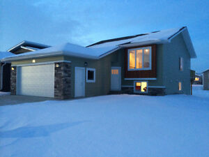 """beautiful"" 3 bedroom house for rent in Laredo, Red Deer"