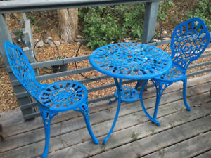 Outdoor seating/ table
