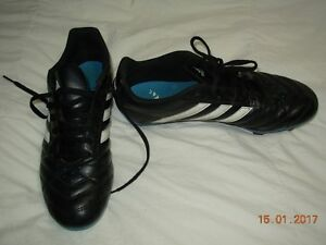 Size 9 Soccer shoes.