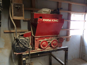 Farm King Roller Mill