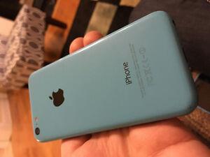 2 iPhone 5C - 8 gig Koodo and 32 gig Unlocked