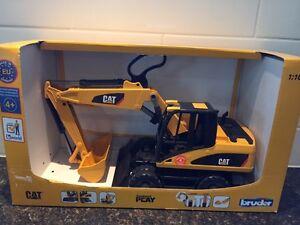 Bruder CAT wheel excavator