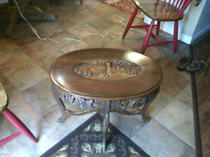 ANTIQUE COFFEE / ACCENT TABLE
