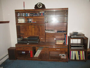 Entertainment unit, old stereo & turnable
