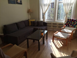 Room to rent in 2-bedroom Apt - Outremont - October 1st