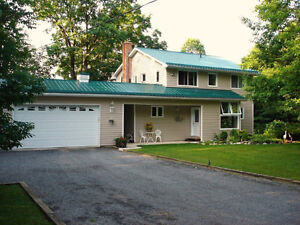 3 bedroom 2-storey on private 14 Island Lake - 2453 Meredith Ln