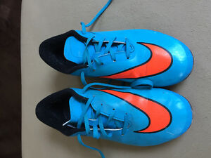 Boys Nike soccer cleats 4.5