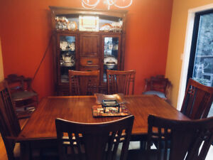 MOVING MUST SELL!  Beautiful 9 piece Mission Dining Room Set
