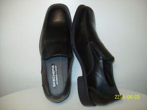 SHOES- MEN'S NEW SKECHERS FLEXFOAM Size 11