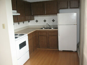 HUGE 1 BED IN BANKVIEW, SW - AVAILABLE IMMEDIATELY!