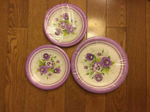 PLASTIC COATED PANSY PARTY PLATES