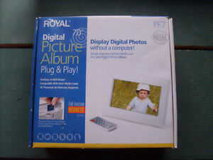 """Brand New: Royal 7"""" Colour LCD Picture Frame With Remote"""