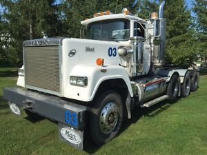 Heavy spec 1990 Mack Superliner float tractor