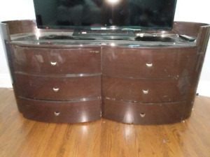 Dresser and end table set