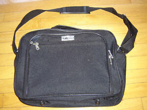 Heys Canada Laptop or Tablet Carry Bag