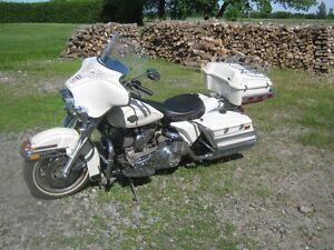 ( A VENIR )BEAU HARLEY DAVIDSON MODELE 1340 1984 D L ANNÉE!!!!!!