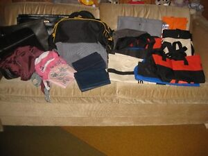 PLUSIEURS VALISES, PORTE-DOCUMENTS, SACOCHES, ACCROCHE SAC