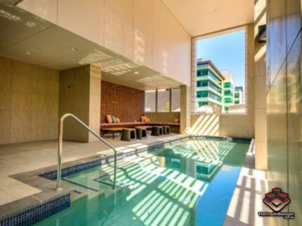 ID 3863370 - RARE - Patio Balcony Apartment Style Living - 1 Bed