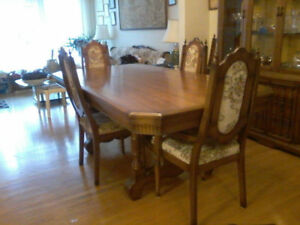 Antique dining room table with matching hutch and 6 chairs