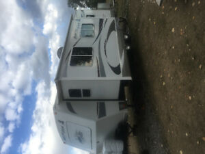 2011 ARCTIC FOX TRAVEL TRAILER