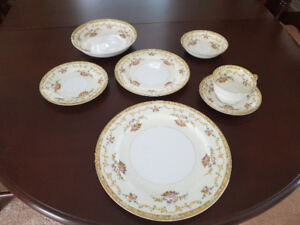 VINTAGE NORITAKE DISHES (ARLENE PATTERN)