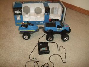 Remote Controlled Ford F150 Extreme with Power Ski (Ages 3+)
