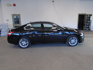 2010 NISSAN MAXIMA SV! LEATHER! MINT! 44,000KMS! ONLY $19,500!!!