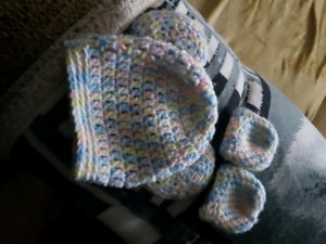 New born hat and mitts