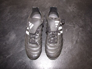 Mens Adidas Traxion Hard Ground Soccer Shoes Cleats ~ Size 9