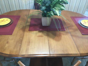 Beautiful solid maple table w 2 leafs and 3 chairs