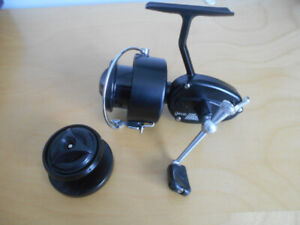 Vintage moulinet a peche Mitchell comme neuf, Fishing reel