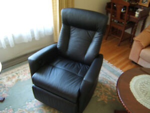 IMG Stressless motorized Leather recliner chair. 6 months old