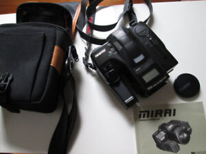 Appareil à film RICOH MIRAI avec zoom Macro 35-135mm f/4.2-f/5.6