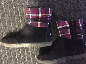 Girls size 2 toms boots