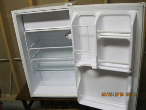 small fridge    4.4 cu ft