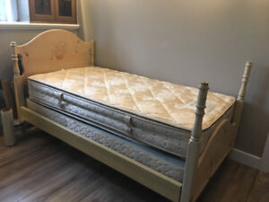 TWIN BED/MATTRESS AND BOXSPRING