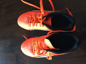 Boys size 3.5 soccer cleats