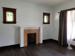 Clean Bright 1 Bedroom - ALL INC. With Parking , Laundry, Wifi