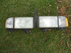 94 to 02 Dodge Full Size Truck Head / Signal Lights with Bulbs