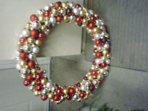 REDUCED ...... WREATHS & PICTURES
