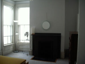 VERY LARGE 3 BDRM FLAT ON SOUTH ST., DOWNTOWN HFX
