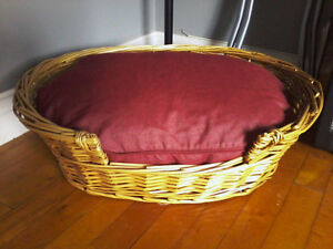 WICKER CAT OR SMALL DOG BED